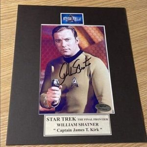 Star Trek William Shatner Signed Photo Cpt Kirk